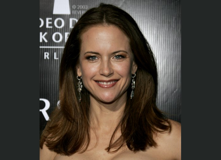 Kelly Preston with her hair long and parted in the middle
