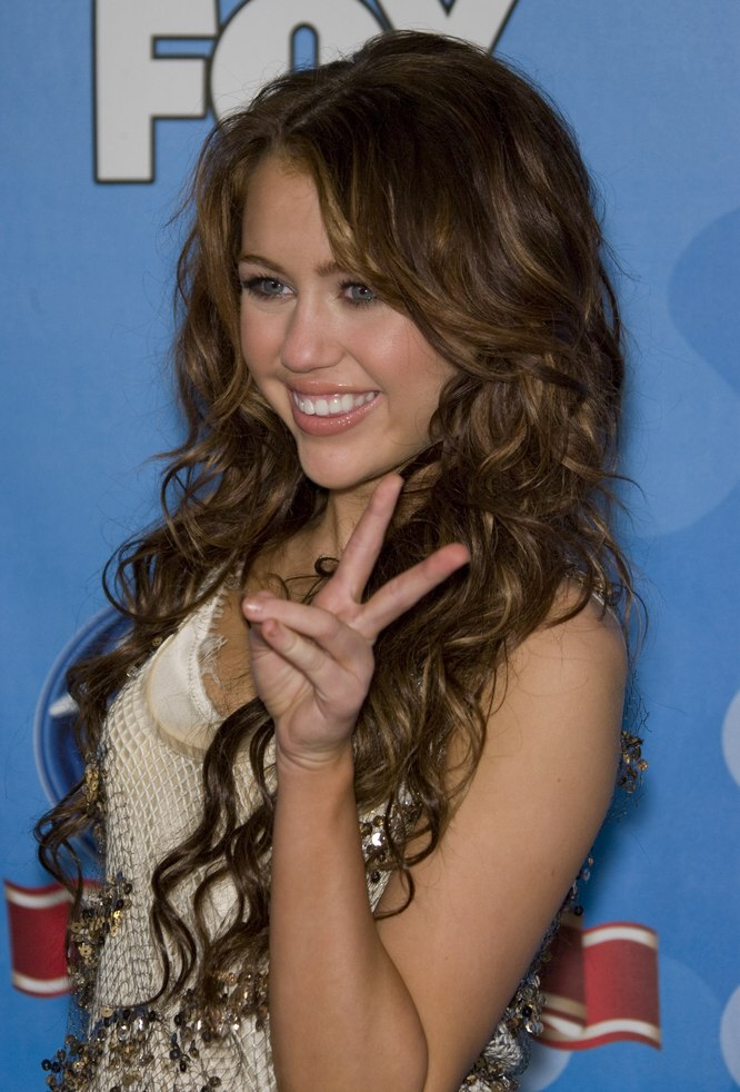 miley cyrus carrie underwood super long curly hair and