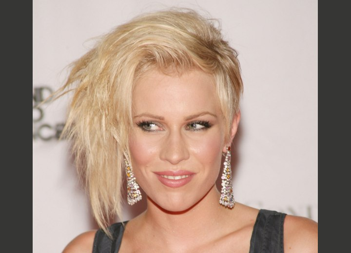 Hilary Swank S New Short Pixei Haircut And Natasha Bedingfield With One Side Of Her Hair Clipped Up