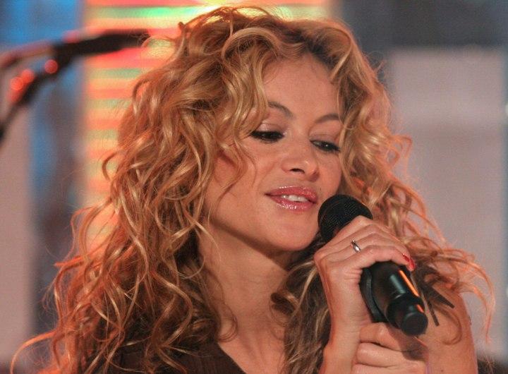 http://www.hairfinder.com/celebrityhairstyles/paulina-rubio.jpg