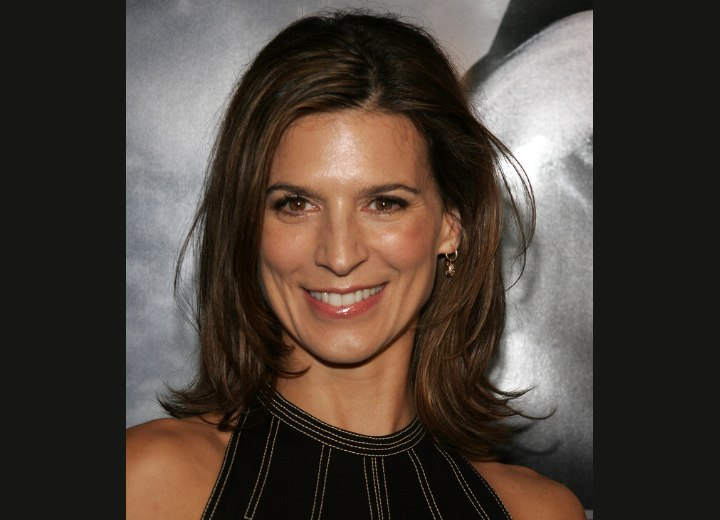 Perrey Reeves hair with wispy layers