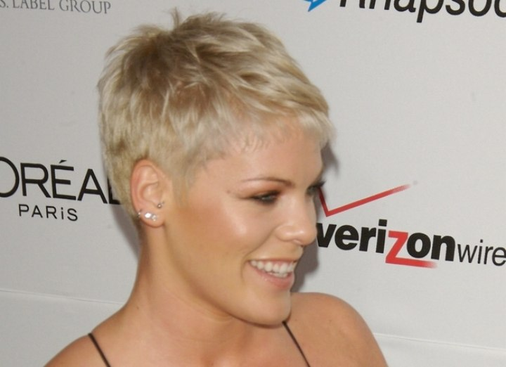 Pink's short haircut with the neck exposed