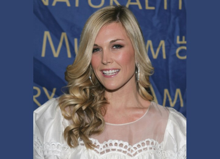 Tinsley Mortimer with long curled hair