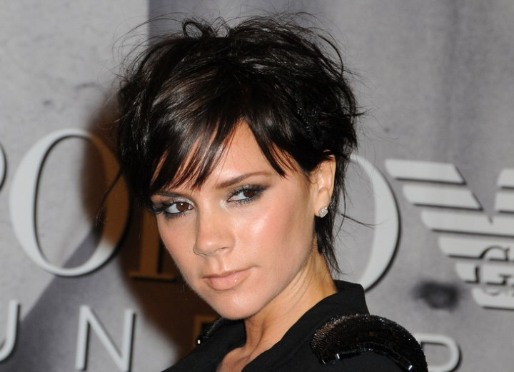 victoria beckham frisur victoria beckham s new pixie with ends upon the nape and. Black Bedroom Furniture Sets. Home Design Ideas