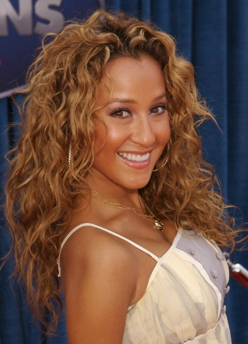 Adrienne Bailon Carefree Feminine Look For Long Hair
