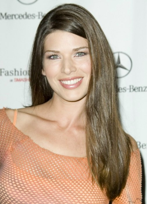 Adrienne Janic - Easy to maintain long hairstyle