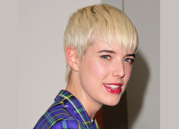 Agyness Deyn with a pixie haircut