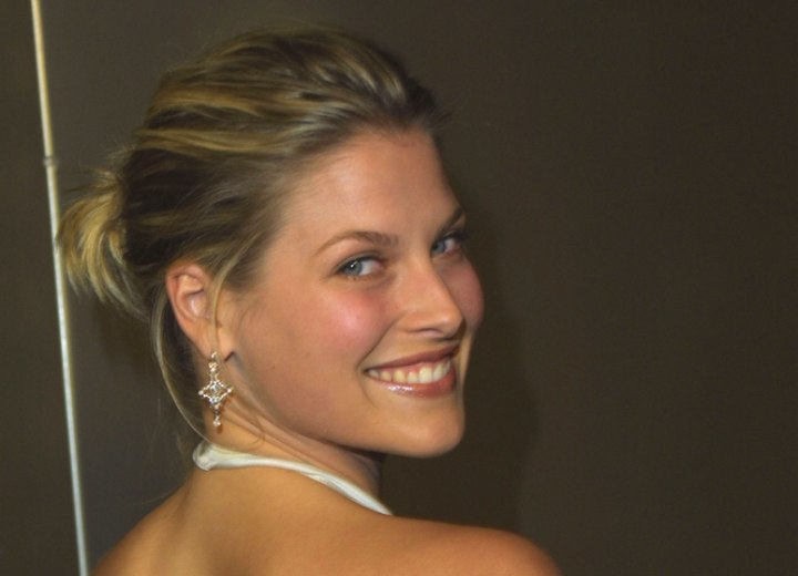 Ali Larter - Easy upstyle with a bun