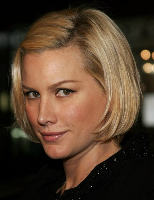 Alice Evans Hair In A Dutch Girl Or Bob Hairstyle Easy