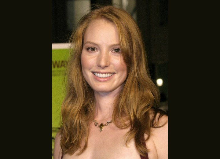 Alicia Witt - Easy below theb shoulders hairstyle