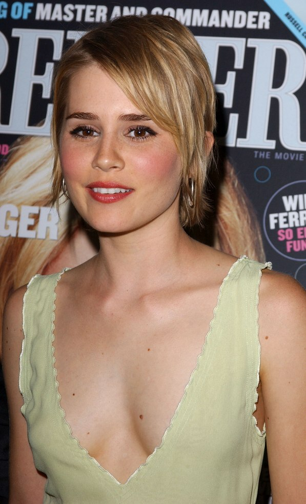 Alison Lohman Wearing Short Haircut Chunky Layers