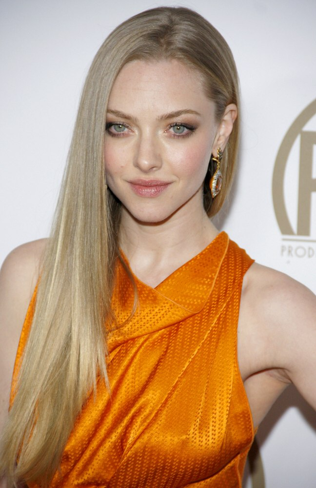 Amanda Seyfried S Super Smooth Long Golden Blonde Hair And