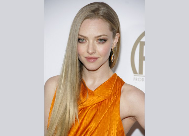 Amanda Seyfried - Long blonde hair with a center parting