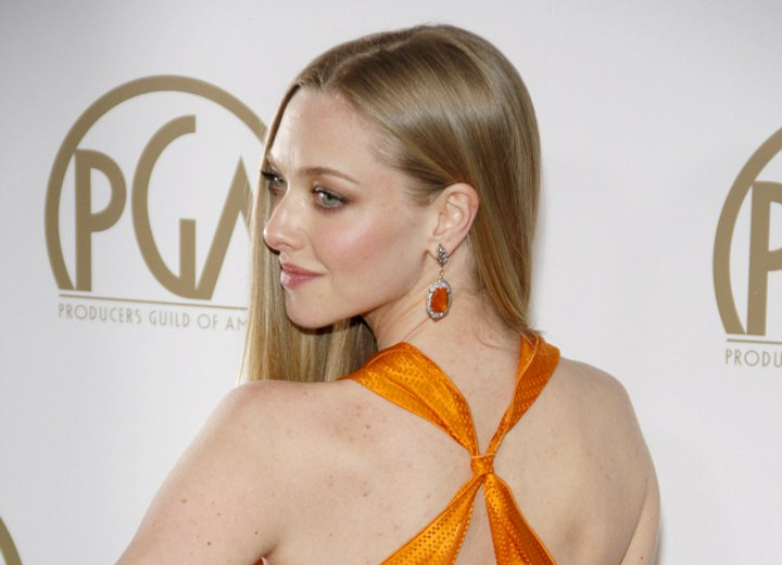 Back view of Amanda Seyfried's dress and hairstyle