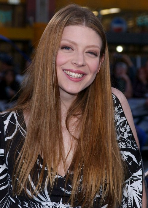 Amber Benson Long Hairstyle With A Middle Part For Thick