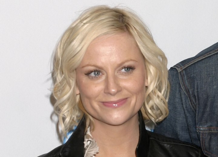 Amy Poehler - Neck length bob with curls
