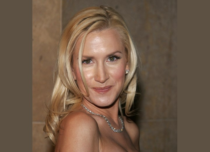 Angela Kinsey hairstyles