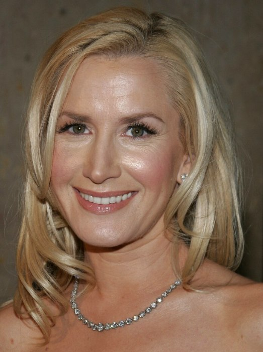 Angela Kinsey Long Angled Hairstyle With A Blunt Cut In