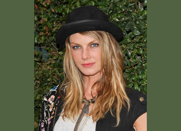 Angela Lindvall's hair with multiple shades of blonde