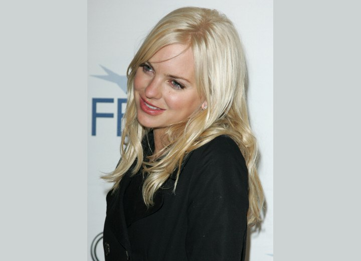 Anna Faris with almost middle of the back hair