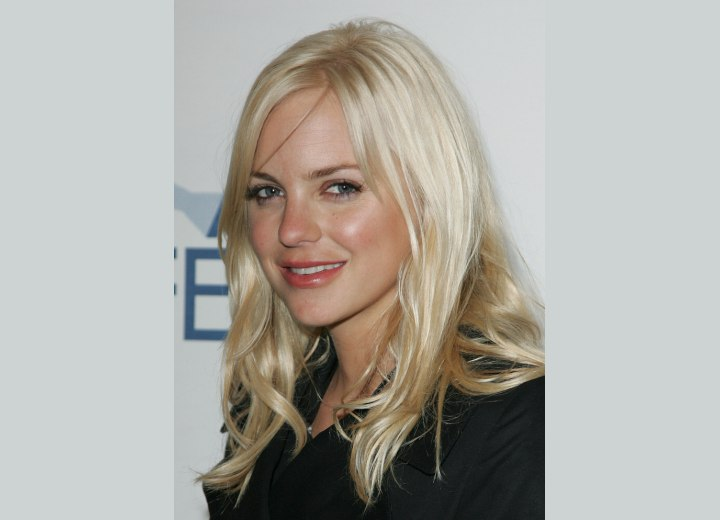 Anna Faris - Long hair with a satiny sheen
