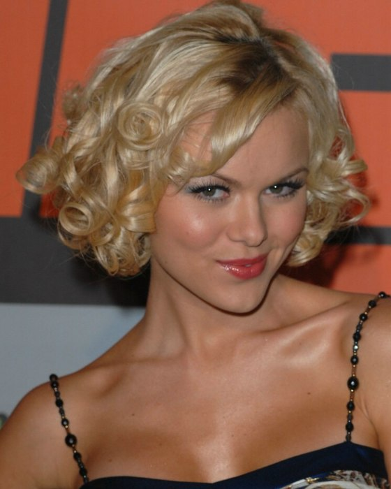 Anya Monzikova Short Hair With Spiral Curls