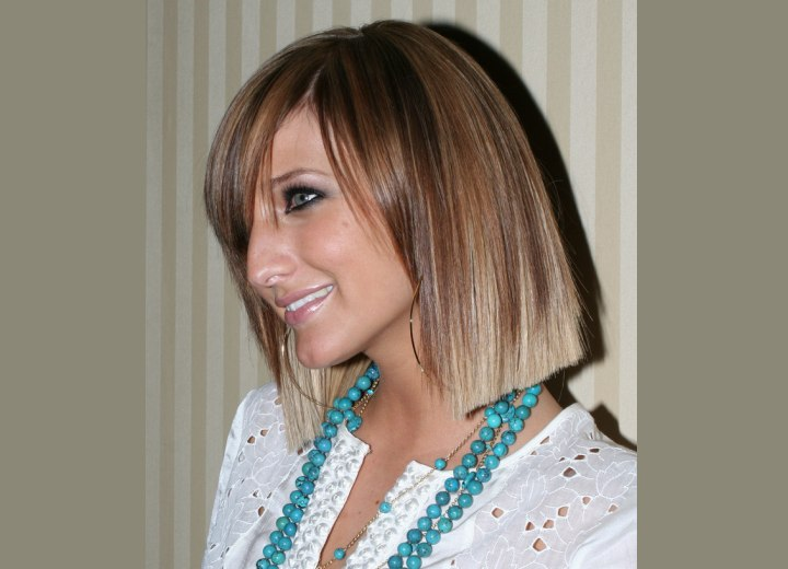 Side view of Ashlee Simpson's bob hairstyle