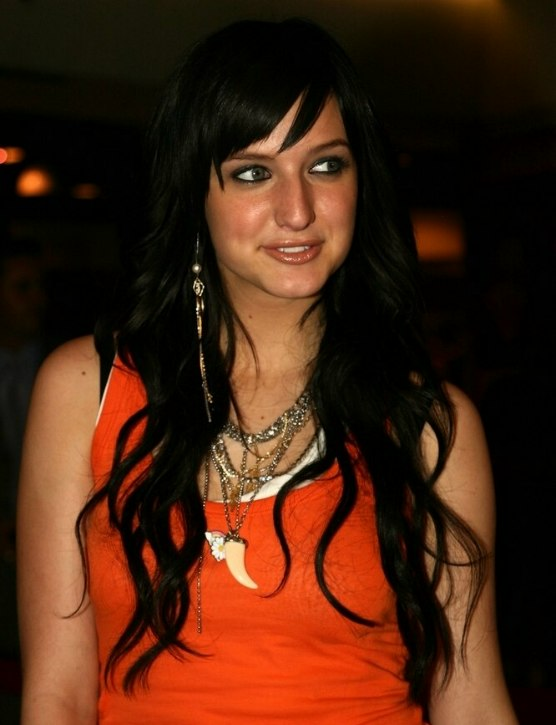Ashlee Simpson | Very long curled hair with extensions Ashlee Simpson
