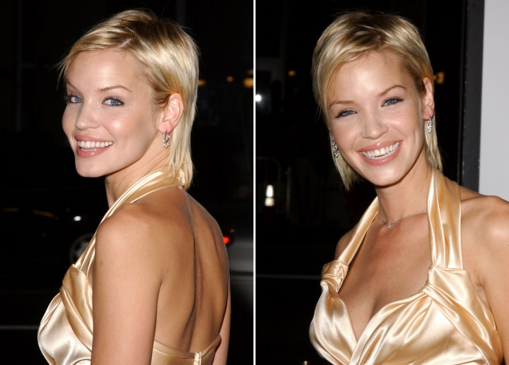 Ashley Scott - Neck length short hairstyle