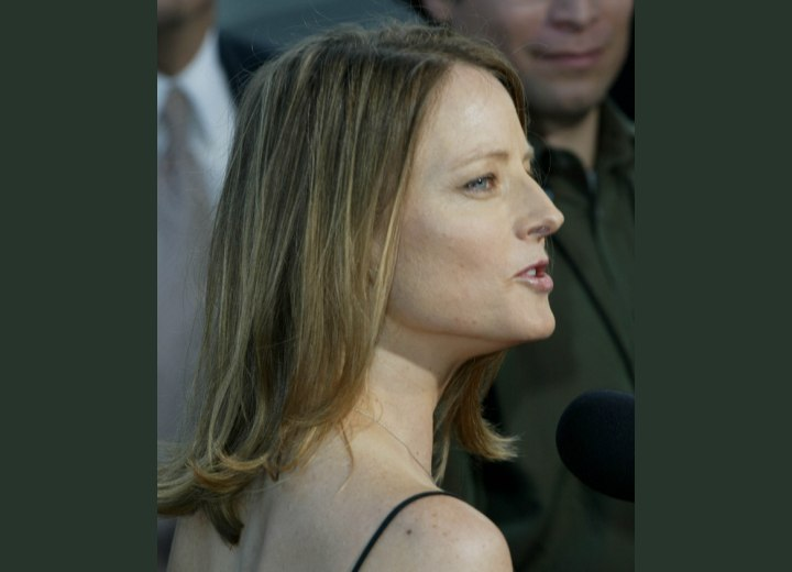 Back view of Jodie Foster's hairstyle