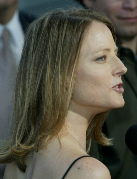 Stupendous Jodie Foster With Shoulder Length Hair Or An Outgrown Bob Hairstyle Inspiration Daily Dogsangcom