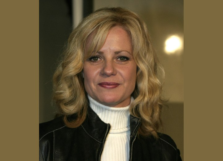Bonnie Hunt - Shoulder length hair with waves