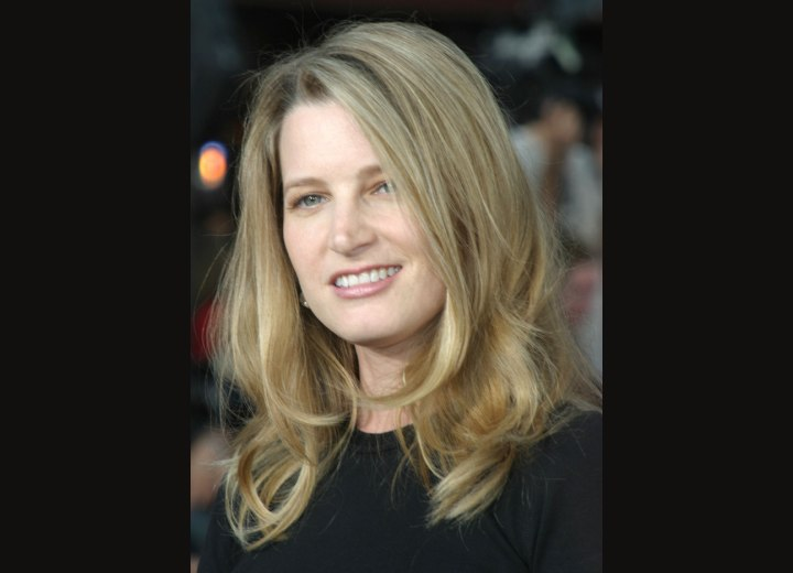 Bridget Fonda - Hairstyle with arcs that frame the face