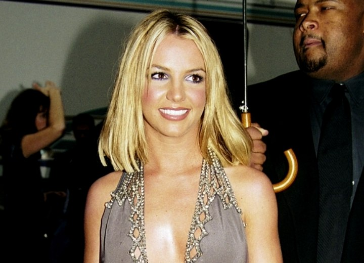 Britney Spears - Hair brushing the shoulders