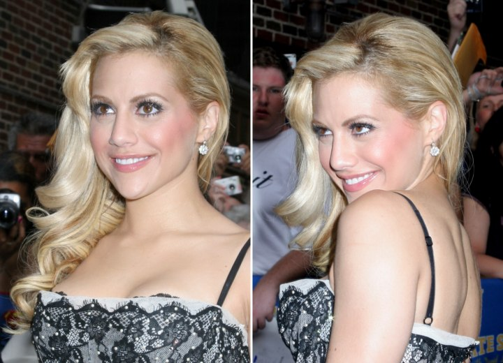Brittany Murphy - Long hair pulled to one side