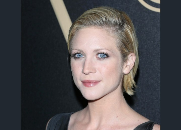Brittany Snow with short hair | Short wet look hairstyle