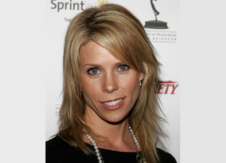 CHeryl Hines - Long and straight shag haircut