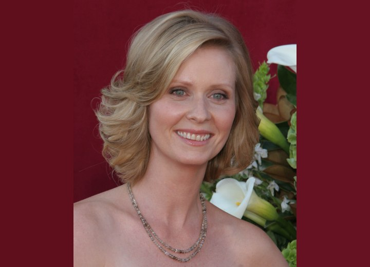 Cynthia Nixon - Medium long ash blonde hair