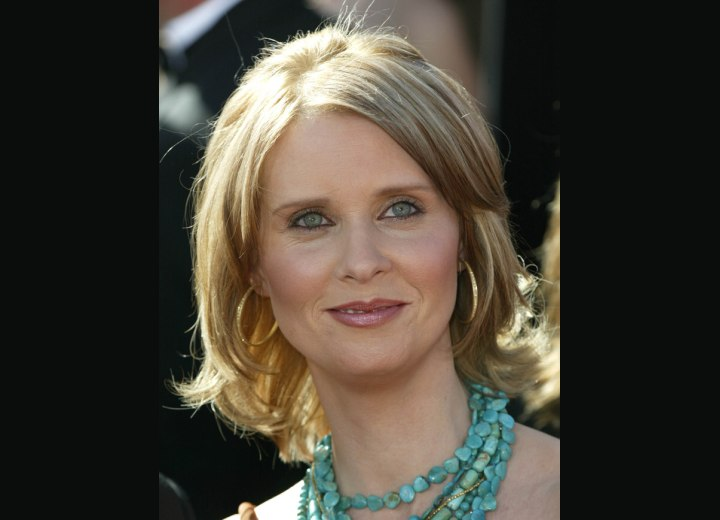 Cynthia Nixon - Medium hairstyle with flipping ends