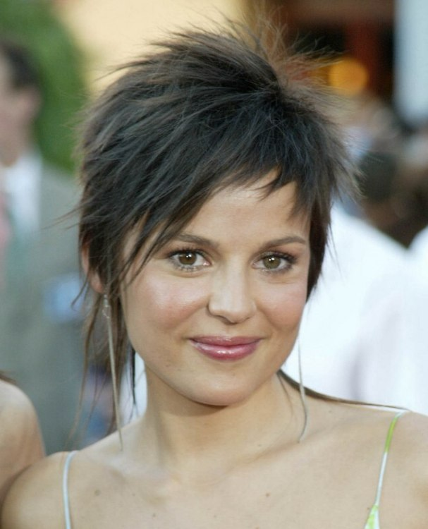Elena Anaya Wearing Her Hair In A Short Razor Slithered
