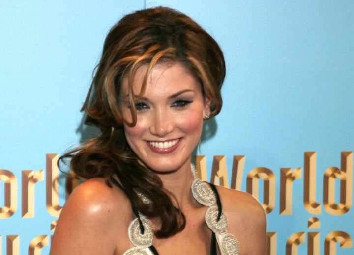 Delta Goodrem wearing her hair long with loose curls