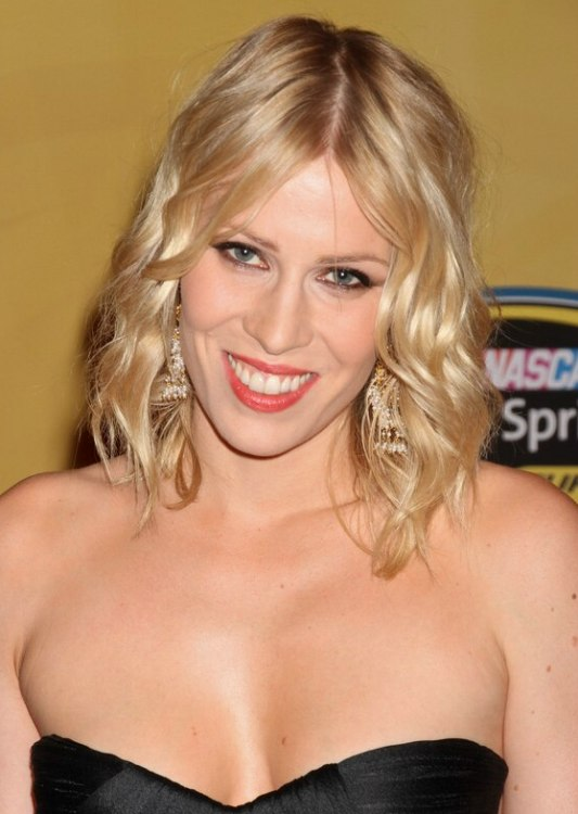Natasha Bedingfield Medium Long Hairstyle With Drop