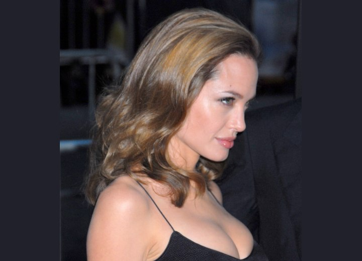 Angelina Jolie - Easy maintenance long hairstyle