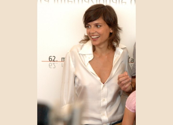 Elena Anaya Sporty Look With Medium Long Hair And A White Blouse