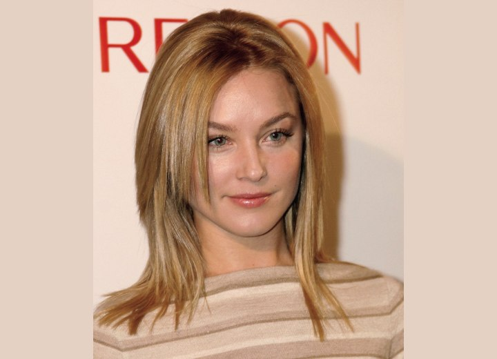 Elisabeth Rohm - Long razor-cut hairstyle