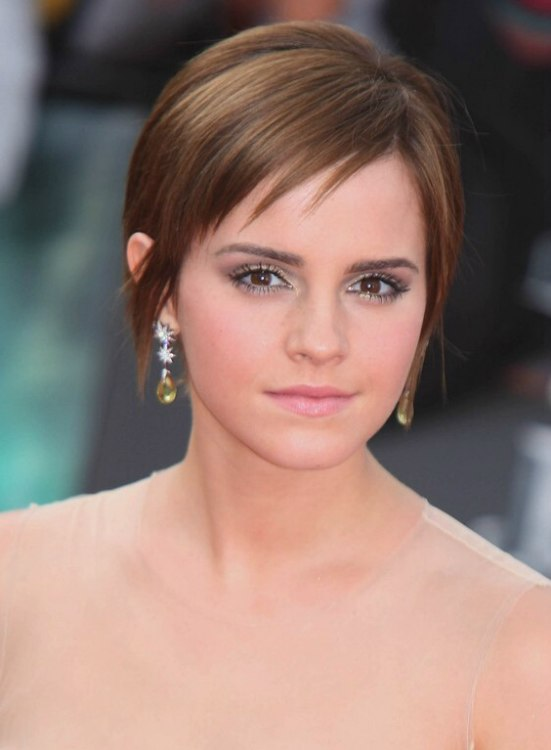 Emma Watsons Short Hairstyle With Fringe Around The Nape Back View