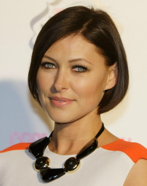 Emma Willis Wearing Her Brown Hair In A Short Chin Length Bob
