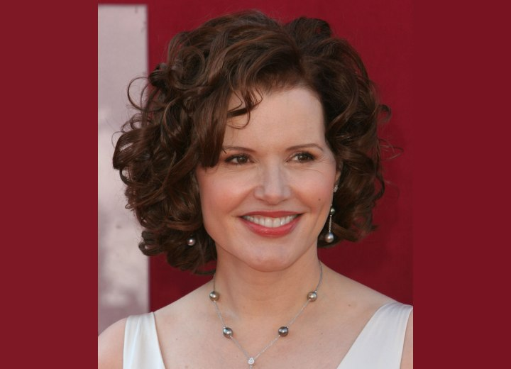 Geena Davis - Medium long hair with curls