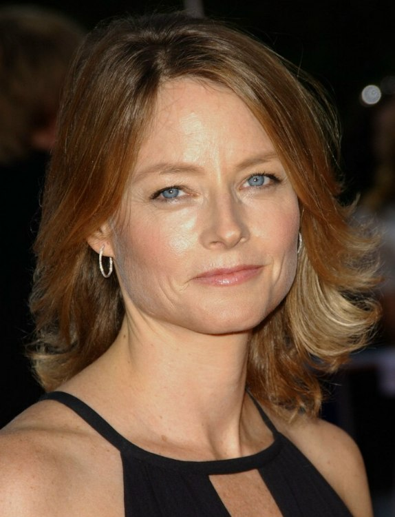 Jodie Foster | Medium long tapered hairstyle with the ends feathered outward