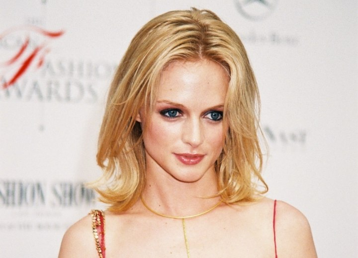 Heather Graham - Style with hair that touches the shoulders